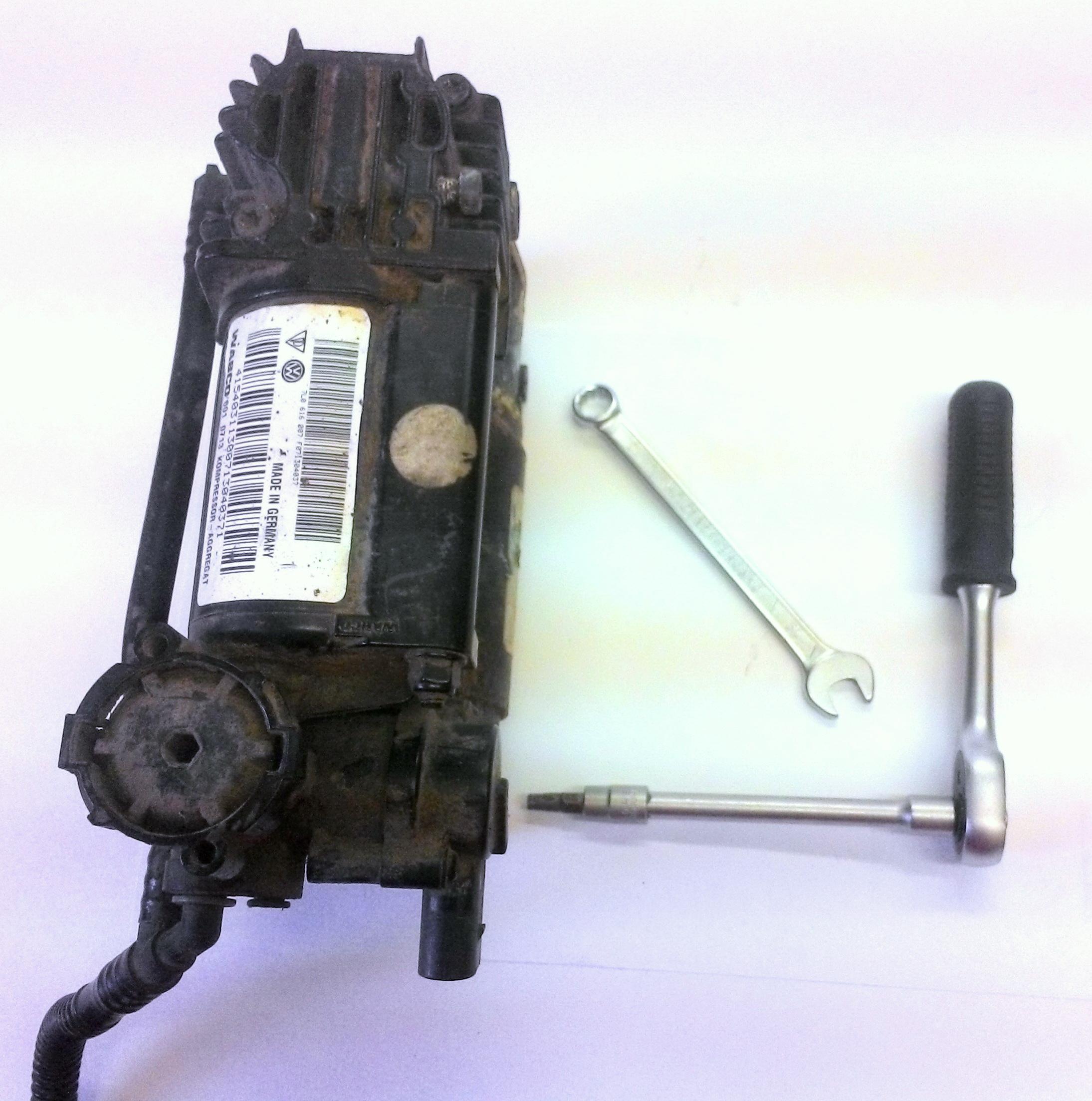 на компрессоре hyundai травит воздух
